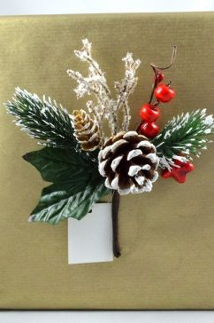 22011 - Traditional pine cone and red berries - floral pick