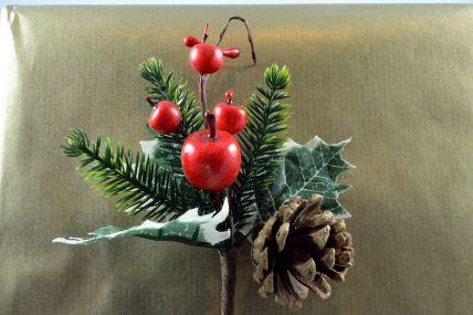 22031 - Berry & Pine Cones Christmas Pick