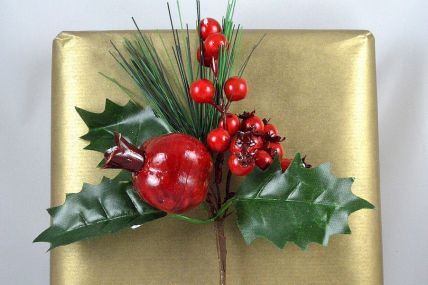 22044 - Christmas Holly Floral Berry Pick