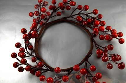 22056 - Bright Red Berry wreath with a subtle frosting of snow