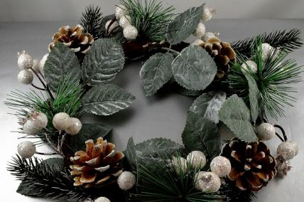22058 - Wintery Christmas Wreath with pine needles and cones and white baubles with hints of sparkle