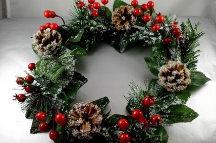 22059 - Festive Christmas Wreath with bright red berries, and snow dusted leaves and pine cones.