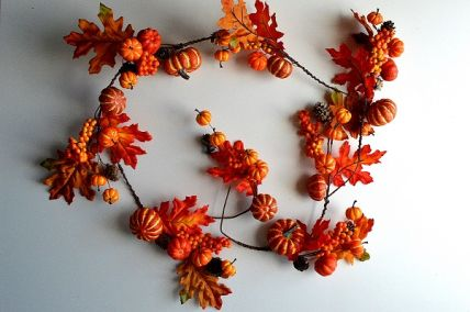 22073 - Autumn/Halloween golden orange leaves and fruits - a glorious garland display