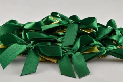 10mm Emerald Green Mini Bows with Twist Ties (50 Pieces)