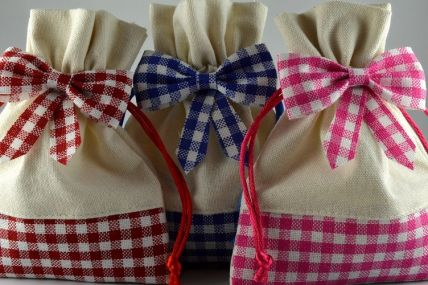 88006 - Coloured Cream Gingham Gift Bags x 5!!