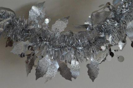88136 - Silver Christmas Holly Leaf & Mistletoe Tinsel x 2 Metre Lengths!