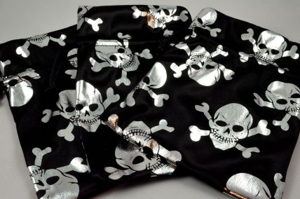 88170 - Set of 3 Black & Silver Pirate Skull Gift Bags with Draw Strings!