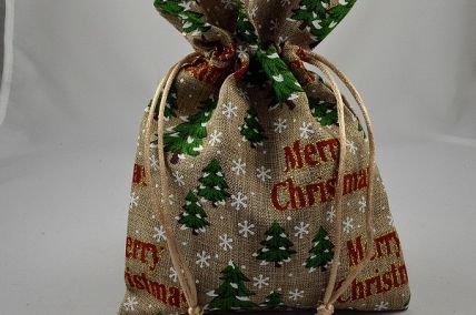88183 -  185 x 135mm Merry Christmas Wintery trees and snowflakes Gift Bags (3 Bags)